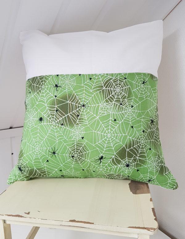 hämähäkki tyynynpäällinen